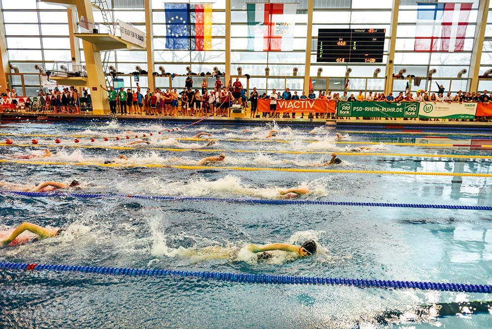In vier 50 Meter Sprints bekamen die ZuschauerInnen alle vier Schwimmarten zu sehen. Fotos: Jan Weckelmann
