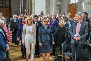Anne Rabenschlag (r.) gemeinsam mit dem neuen Team der Geschäftsführung der Diakonie in Dortmund und Lünen beim Einzug in die Petrikirche. Foto: Diakonie