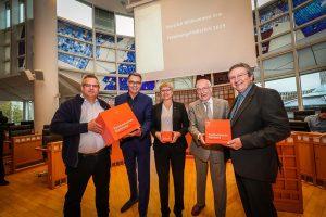Prof. Carsten Wolff, Wirtschaftsförderer Thomas Westphal, Prof. Andrea Kienle, Bürgermeister Manfred Sauer und Prof. Wilhelm Schwick.