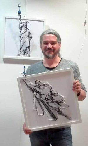 Der Künstler Marc Bühren mit einem 3D-Gemälde in der Artothek Dortmund. Fotos: Angelika Steger
