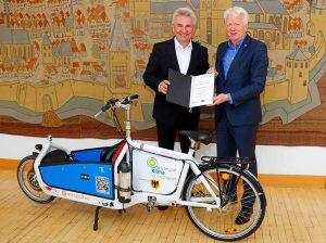 NRW-Wirtschaftsminister Dr. Andreas Pinkwart übergab den Förderungsbescheid des Landes im Dortmunder Rathaus an Oberbürgermeister Ullrich Sierau.