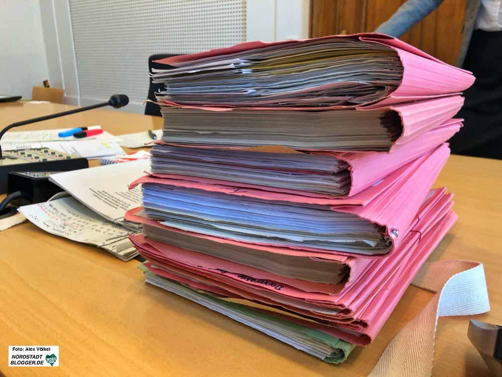 Die Anklagen umfassten zahlreiche Akten. weitere Verfahren sind anhängig.
