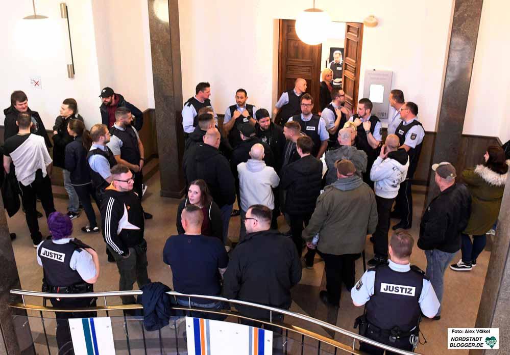 Großes Besucherinteresse - darunter mitunter dutzende Neonazis - kamen zu den vier Verhandlungstagen.