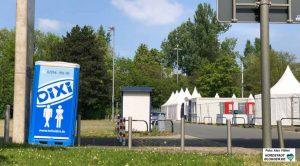 Der Veranstalter wurde verpflichtet, u.a. mehr mobile Toiletten auch im Außenbereich aufzustellen.