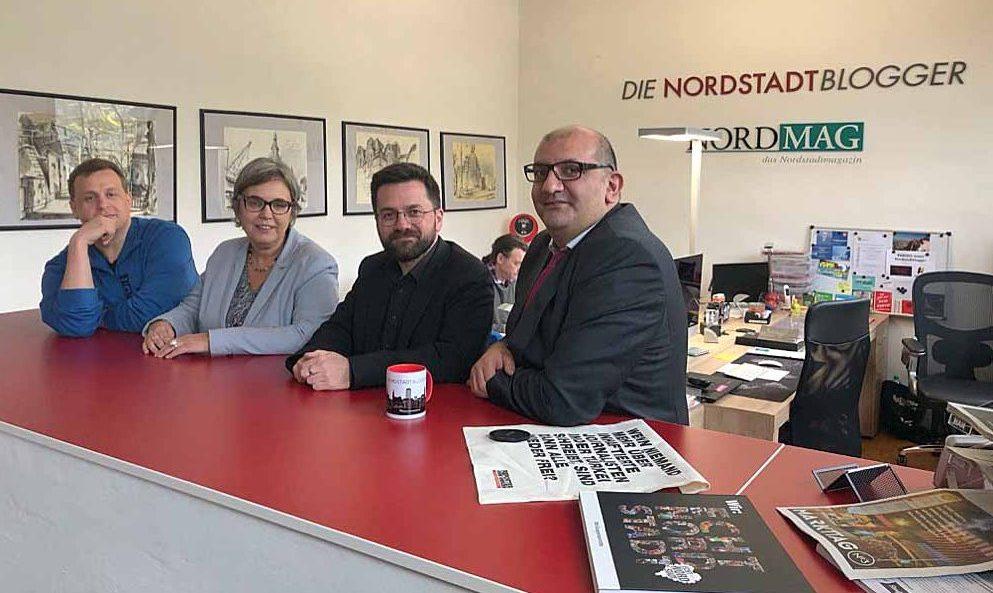 Nordstadtblogger Alexander Völkel im Gespräch mit Anja Butschkau, Thomas Kutschaty und Volkan Baran in der Nordstadt. Fotos: Sascha Fijneman