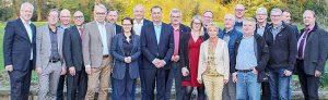 Anmerkung: Auf dem mitgesandten Foto sind Bundes- und Landespolitiker, Fraktionsvorsitzende und Stadtkämmerer der SPD im Eickeler Stadtgarten zu sehen. Mit dabei waren unter anderem Hernes Stadtkämmerer Dr. Hans Werner Klee (li.), Michelle Müntefering (MdB, M.) sowie Norbert Schilff (SPD-Fraktionsvorsitzender, 5. v.r.). Als Experten waren anwesend Detlef Raphael (Beigeordneter Deutscher Städtetag, 3.v.l.) und Bernhard Daldrup (Kommunalpolitischer Sprecher SPD-Bundestagsfraktion, 5.v.l.).