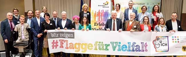 Die Stadt Dortmund zeigt weiter Flagge für Vielfalt:Gut besuchter DiverseCity-Kongress zum 8. Mal im Rathaus