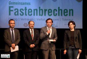 Der Integrationsrat, der Rat der muslimischen Gemeinden und das Dietrich-Keuning-Haus hatten erstmals zusammen eingeladen. Emre Gülec, Ahmad Aweimer, Levent Arslan und Aysun Tekin.