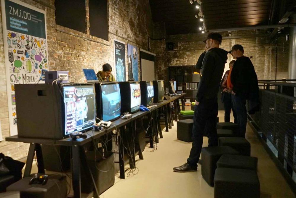 Durch die Retro Gaming Ausstellung gibt es einen kleinen Einblick in Spiele-Welt.