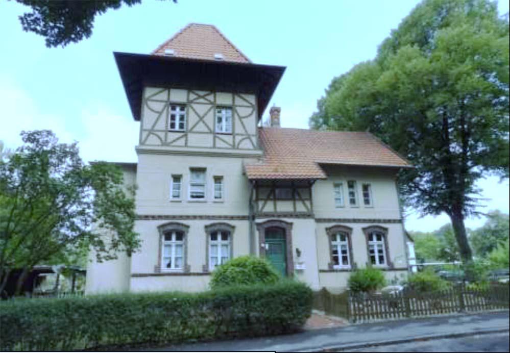 Denkmalgeschütztes Gebäude am Nollendorfplatz. Das Quartier ist von der Architektur der alten Zechenhäuser geprägt, welche auch bei Sanierungsmaßnahmen erhalten bleiben soll. Fotos: Stadt Dortmund
