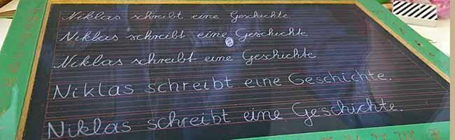 """Sonderausstellung im Schulmuseum: """"Oma, kannst du das lesen?"""" – Deutsche Schreibschriften im Wandel der Zeit"""