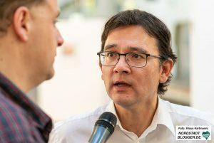 Alex Völkel im Gespräch mit Heiko Sakurai, der interessante Einblicke in seine Arbeit gab. Foto: Klaus Hartmann