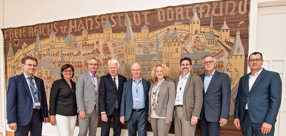 OB Ullrich Sierau und die Beigegeordneten des Deutschen Städtetags am Montagnachmittag im Rathaus. Foto: Roland Gorecki