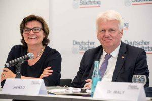 OB Ullrich Sierau und Verena Göppert, stellv. Hauptgeschäftsführerin des Deutschen Städtetags. Foto: Roland Gorecki