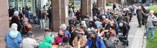 """""""Das Abenteuer Gastfreundschaft"""": Bei der Suppenküche KANA sitzen alle am Rathaus Dortmund an einem Tisch"""