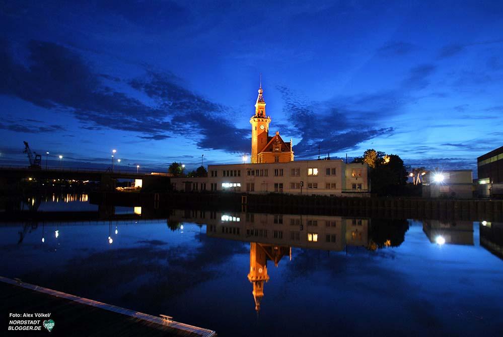 Das Alte Hafenamt ist das Titelmotiv der Einladungskarte - und der Nordstadtblogger-Startseite. Foto: Alex Völkel