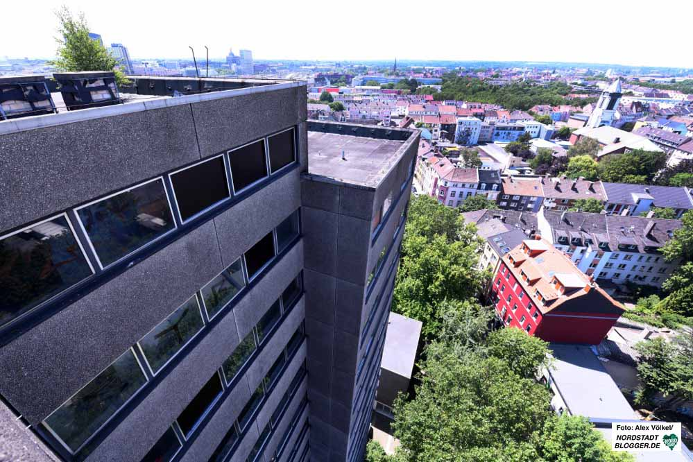 Das 16-stöckige Gebäude wurde 2002 wegen starker Baumängel von der Stadt Dortmund für unbewohnbar erklärt. Archivfotos: Alex Völkel