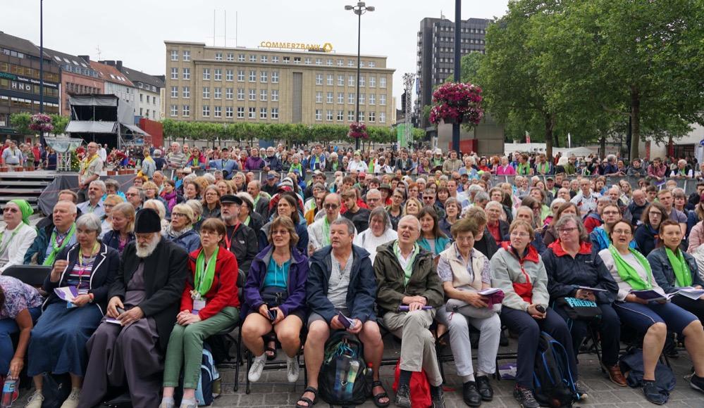 Viele Gläubige kamen am Fronleichnamstag zum Zentralen Ökumenischen Gottesdienst beim Evangelischen Kirchentag in Dortmund. Fotos: pdp / Michael Bodin