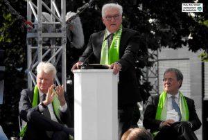 Bundespräsident Frank-Walter Steinmeier, im Hintergrund OB Ullrich Sierau und Ministerpräsident Armin Laschet. Foto: Alex Völkel
