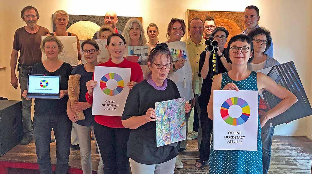 Freuen sich auf die Offenen Nordstadt Ateliers: Einige teilnehmende KünstlerInnen und das Organisationsteam.