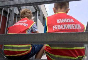 Seit Mitte Januar wird das Konzept für eine Kinderfeuerwehr an den beiden Pilotstandorten bei den Löschzügen Asseln und Lichtendorf mit jeweils 14 Kindern im Alter von sechs bis zehn Jahren erprobt.