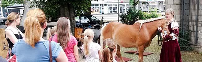Sieben Jahre Kindermuseum Adlerturm: Große mittelalterliche Geburtstagsparty mit Rittern und Pferden am Wochenende