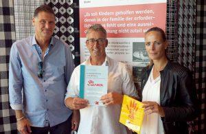 Jörg Loose (AWO-Bereichsleiter Kinder, Jugend, Familie), Hans-Peter Palloks und Claudia Friedrichs (Leiter und stellv. Leiterin der AWO-Kita DSW21.