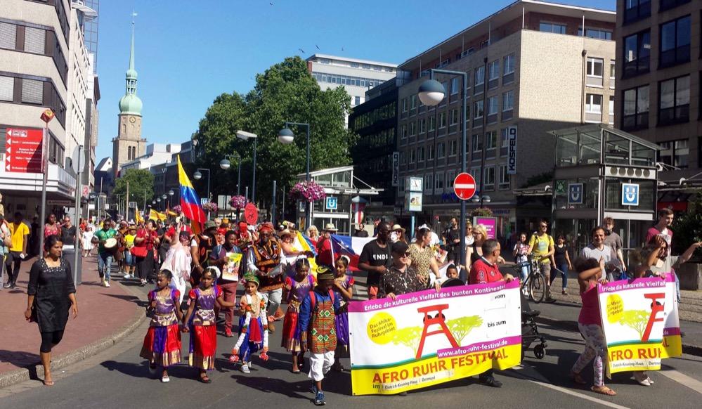 """Zu einem Höhepunkt auch des diesjährigen Festivals gestaltete sich die """"Parade der Vielfalt""""."""