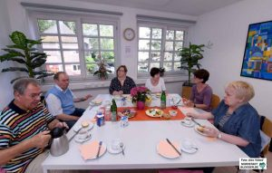 """An jedem ersten Freitag im Monat findet von 9 bis 11 Uhr die """"Pflegepause"""" im Eugen-Krautscheid-Haus statt."""