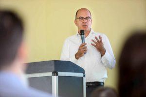 Lothar Becker, Amtsleitung im Kölner Ausländeramt der Stadt Köln, stellte deren Kommunales Bleiberechtsprogramm vor.