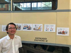 Ungewöhnliche Hängung: An der Straßenbahn waren die Arbeiten von Heiko Sakurai zu sehen.