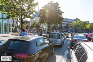 Rund 450 Minuten kam der Verkehr auf der zentralen Kreuzung zum Erliegen. Aus der Hohen Straße und am Südwall ging nichts mehr.