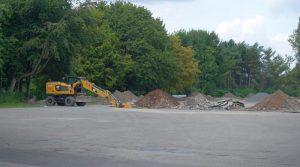 Die Bauarbeiten auf dem Festplatz Eberstraße haben begonnen und sollen bis Oktober abgeschlossen sein. Foto: Thomas Engel