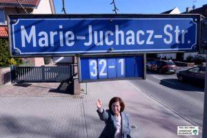 Renate Riesel ist stolz darauf, in einer nach der AWO-Gründerin benannten Straße zu wohnen.