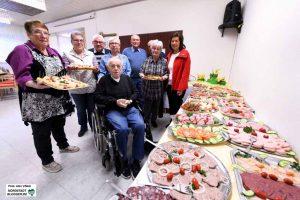 Das Frühstücksbüffet ist eine beliebte Veranstaltung und stets stark besucht. Fotos: Alex Völkel