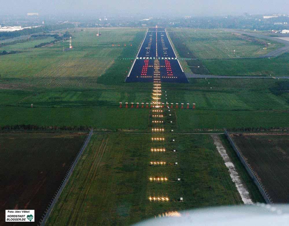 """Die """"Startbahn Ruhrgebiet"""" - die Stadtwerke betreiben den Dortmunder Flughafen und müssen jedes Jahr Millionen-Verluste ausgleichen."""