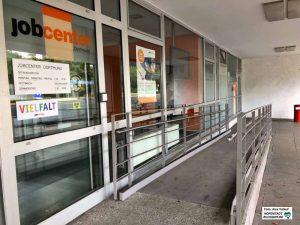 Vor allem öffentliche Gebäude sind mehr oder weniger barrierefrei zugänglich - aber bei weitem nicht alle.