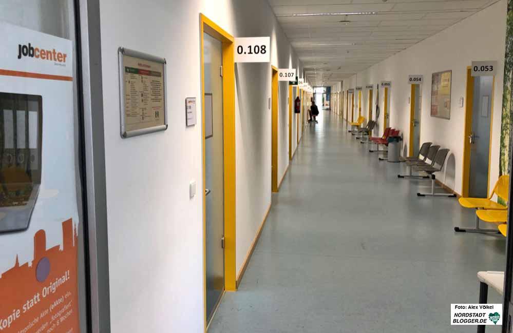 Wartebereich des Jobcenters Dortmund in Zeiten von Corona. Foto: Alex Völkel