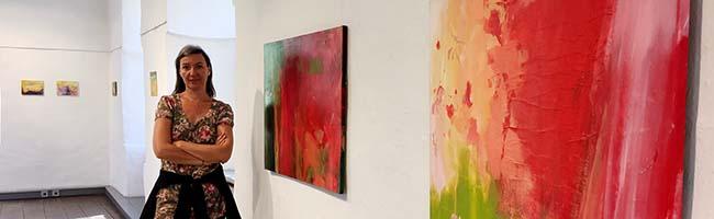 """""""Color Therapy"""": Maja Erdeljanin aus Novi Sad stellt ihre Werke in der städtischen Galerie Torhaus aus"""