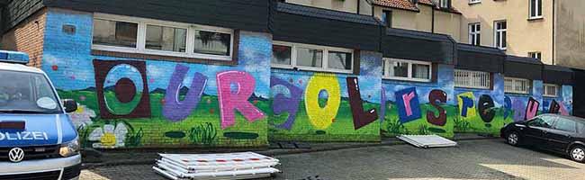 """Ein farbenfroher Schlag gegen den """"Nazi-Kiez"""" in Dorstfeld – das symbolträchtige Negativ-Straßenbild ist Vergangenheit"""