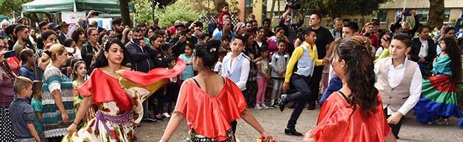 FOTOSTRECKE: Großes Familienfest auf dem Nordmarkt eröffnete das Djelem Djelem-Roma-Kulturfestival in Dortmund