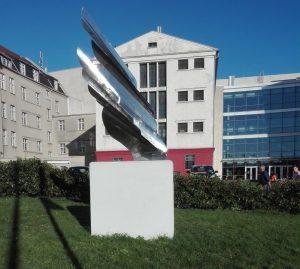 """Kunstwerk """"Hoch fliegen"""" von Dr. Elsie Yu Chen. Foto: A. Steger"""