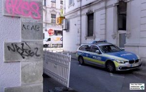 """""""ACAB"""" (All Cops Are Bastards) und """"Nazi-Kiez"""" - die Polizei macht sich bei Neonazis unbeliebt."""