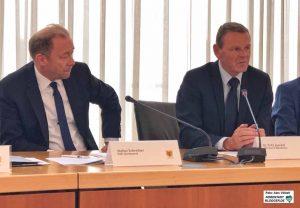 Dortmunds IHK-Hauptgeschäftsführer Stefan Schreiber und Dr. Fritz Jaeckel von der IHK Westfalen-Nord unterstrichen die Forderungen.