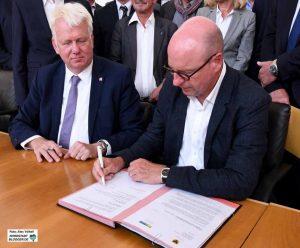 Die Oberbürgermeister von Dortmund und Münster, Ullrich Sierau und Markus Lewe, unterschrieben die Einladungen.