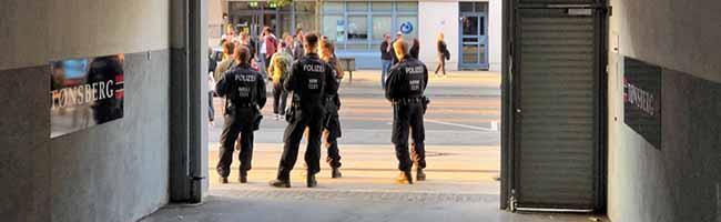 """Großer Protest gegen den neuen Nazi-Mode-Laden in Dortmund – """"Thor Steinar""""-Verkauf  in der City"""