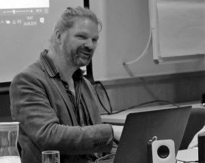 Andreas Kemper hat Philosophie, Pädagogik und Soziologie im Berlin und Münster studiert.