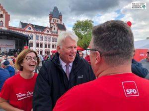 Strahlende Gesichter: Parteichefin Nadja Lüders und OB Ullrich Sierau beim SPD-Familienfest.