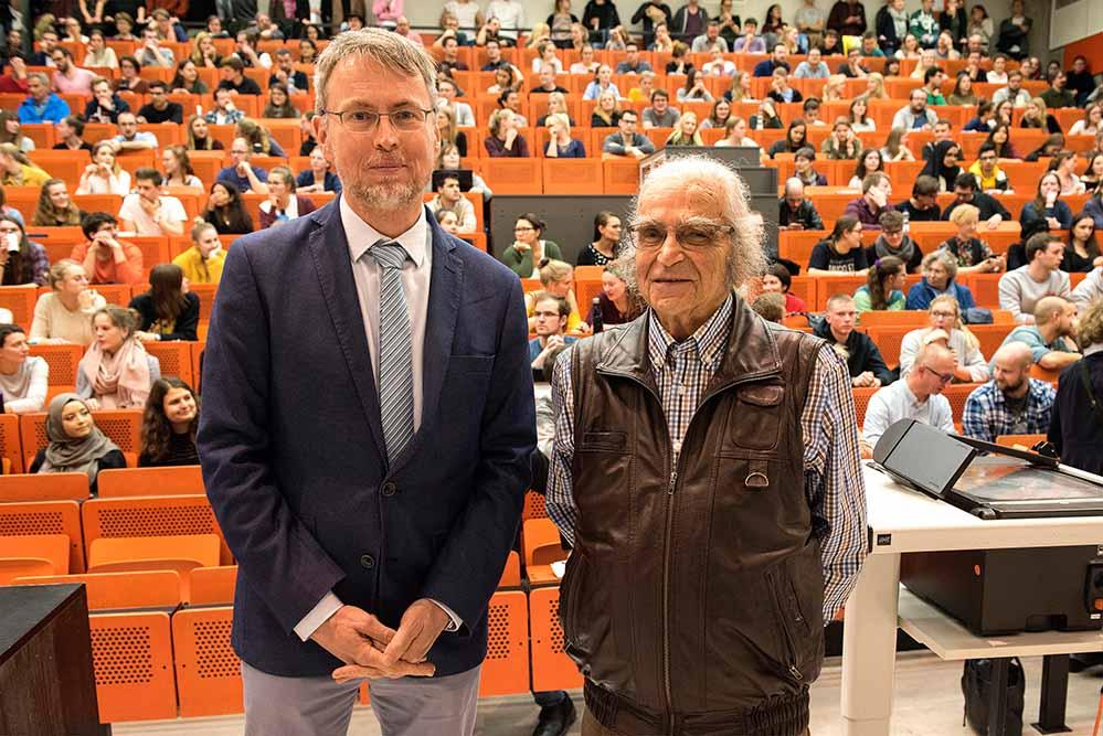 Horst Selbiger erzählt und liest aus seinem Leben - eingeladen von Prof. Dr. Egbert Ballhorn von der Kath. Fakultät der TU.
