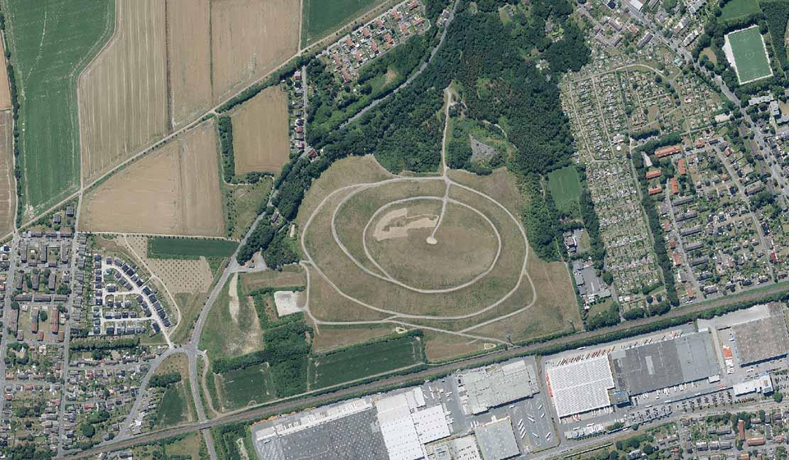 """Die """"Asselner Alm"""", wie die Halde Schleswig auch genannt wird, ist 35 Hektar groß und 45 Meter hoch. Foto: RVR"""